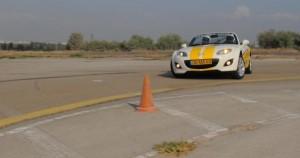 חווית-נהיגה-במכונית-ספורט